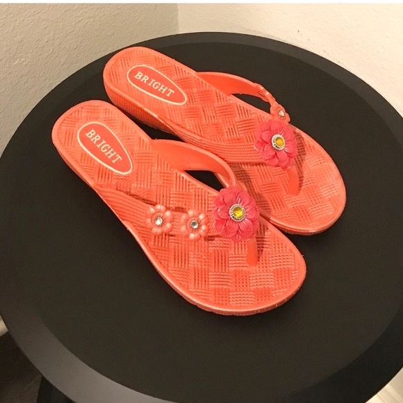 ef163b830388 Coral colored flip flops with flowers. M 5ae861be9d20f0edef0d15f8